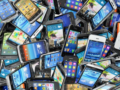 AKILLI TELEFONLAR İNSANLARI APTALLAŞTIRIYOR